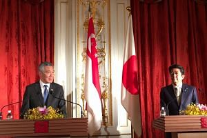 Singapore PM Lee Hsien Loong and Japan PM Shinzo Abe speaking at a press conference at the Akasaka State Guest House in Tokyo on Sept 28, 2016.