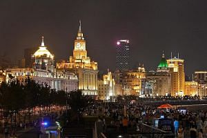 The Bund in Shanghai: It houses 52 buildings of various Western-style architecture, and the oldest were built in the early 1900s.