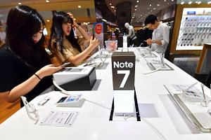 People testing Samsung Galaxy Note7 smartphones at a Samsung showroom in Seoul.
