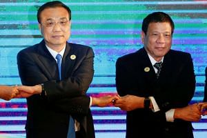 Chinese Premier Li Keqiang and Philippines President Rodrigo Duterte pose for photograph during the Asean Plus Three Summit in Vientiane.