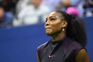 A right shoulder injury has forced Serena Williams to withdraw from the WTA Finals in Singapore.