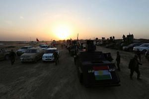 Peshmerga forces advance at north of Mosul, during an operation to attack Islamic State militants in Mosul, Iraq on Oct 20, 2016.