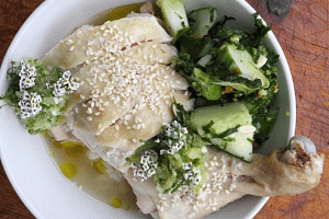 A Hainanese chicken recipe has caused outrage among net users. The recipe was created by Canadian chef Matty Matheson.