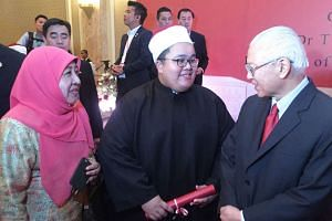 """Mr Aufa and his mother, Madam Saudah Haji Shafii, chatting with Dr Tan at a reception for Singaporean graduates at the Four Seasons Hotel in Cairo, on Tuesday. Dr Tan congratulated the graduates, saying they were """"the next generation of leaders for the Mu"""