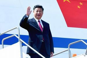 Chinese President Xi Jinping waving as he arrives in Dhaka on Oct 14, 2016.
