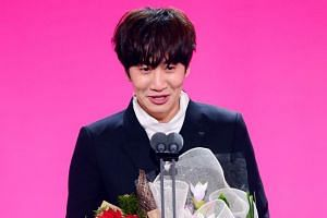 Running Man star Lee Kwang Soo bags the Top Excellence Award for his performance on the popular variety programme.