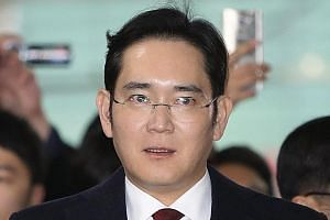 Vice-chairman Lee is accused of bribery involving Ms Park and her confidante Choi.