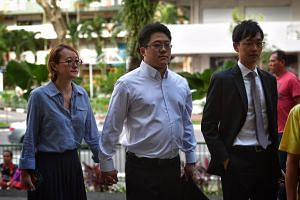 Ong Jenn (centre), the 41-year-old grandson of Metro founder Ong Tjoe Kim and the son of its former group managing director Jopie Ong, arrives at the State Courts with his wife (left) on Feb 3, 2017.