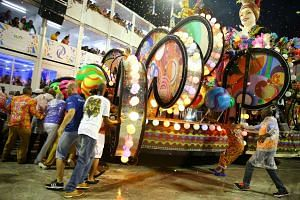 People try to move a parade float after an accident during the carnival parade at the Sambadrome in Rio de Janeiro, Brazil, Feb 26, 2017.