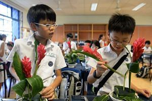 Pupils at Nanyang Primary School learning about art and science through a flower arrangement.