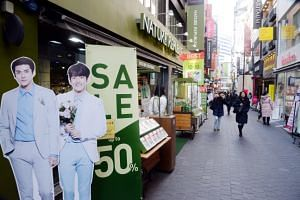 A de facto ban on Chinese tour groups to South Korea has left Myeongdong shopping street deserted.