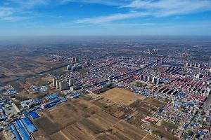 Besides non-government facilities, the Xiongan New Area is expected to include markets, schools, research institutions and hospitals, which will be relocated from Beijing.