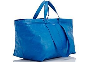 The US$2,000 Arena Extra-Large Shopper Tote Bag, which looks very much like an Ikea shopping bag costing $0.99.