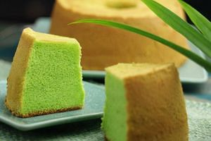 Pandan cake from local bakery Bengawan Solo.