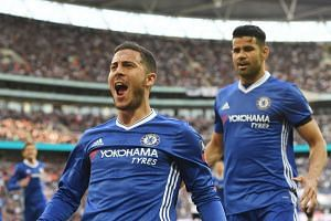 Chelsea Eden Hazard celebrates scoring the 3-2 lead.