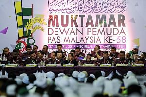Yesterday's session of PAS Youth's annual congress in Kedah. Also present were former PAS Youth chief Nik Mohamad Abduh Nik Abdul Aziz (front row, fourth from left) and new Youth chief Muhammad Khalil Abdul Hadi (front row, third from left).