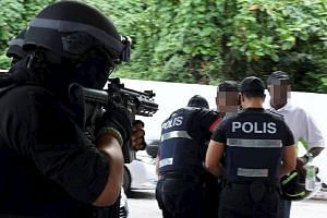 Malaysian police have arrested six people in a nationwide swoop in the last few weeks, including two militants in Kelantan, believed to be involved in the smuggling of weapons from southern Thailand for ISIS.