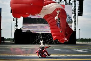A Red Lions skydiver had a hard landing during a rehearsal on Tuesday (May 23) morning and had some minor scrapes, The Singapore Army said in a Facebook post.