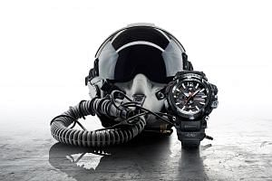 Besides using radio waves and GPS signals, the Casio G-Shock Gravitymaster GPW-2000 also connects to time servers when it is paired with a smartphone via Bluetooth.