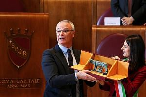 """Claudio Ranieri receiving the """"Lupa Capitolina award"""" from Rome mayor Virginia Raggi. The former Leicester manager has not ruled out a move back to the Premier League."""