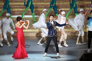 Hong Kong star Hacken Lee and Shanghai-born violinist Yao Jue were among an all-star list of celebrities who lit up the stage during an anniversary show last night at the Hong Kong Convention and Exhibition Centre.