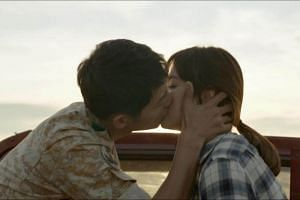 Song Joong Ki (left) and Song Hye Kyo sharing a kiss in Descendants of the Sun.
