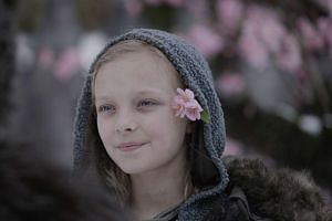 In War For The Planet Of The Apes, Amiah Miller plays Nova (above), a girl who suffers from a virus that robs humans of their power of speech.