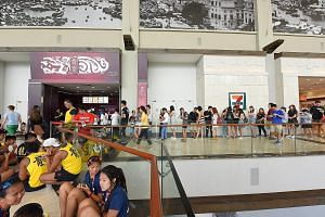 Long queues at Gong Cha (Marina Bay Sands) during its final day of operations on June 5. The outlet was the last of the chain's 80 outlets here to be converted to the LiHo brand by RTG Holdings, which first brought Gong Cha to Singapore in 2009.