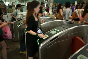 The goal to go fully cashless was announced by the Land Transport Authority (LTA) and its subsidiary TransitLink on Friday, Aug 11, 2017.