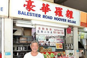 Mr Lim Ngak Chew at his Balestier Road Hoover Rojak stall at the then Whampoa Drive Food Centre in 2013.