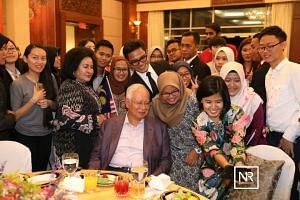 Malaysian Prime Minister Najib Razak and his wife Rosmah Mansor met with Malaysians living in the US at a dinner at the Malaysian Embassy in Washington.