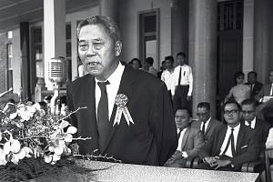 Nanyang University Council chairman Tan Lark Sye addressing students at the university's convocation ceremony in 1963.