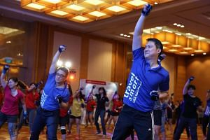 LTA's Travel Smart Day 2017 event saw more than 100 corporate participants gathered to engage in an early morning piloxing session to mark the event's official launch.