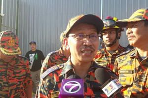 Assistant director-general (operation) Edwin Galan Teruki said the landslide hit 14 workers but three of them managed to escape.