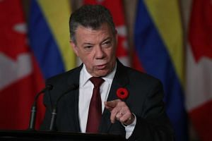 Colombian President Juan Manuel Santos said in a statement on Sunday that he left Global Tuition before taking up his duties as Finance Minister in the government of then-President Andres Pastrana in August 2000.