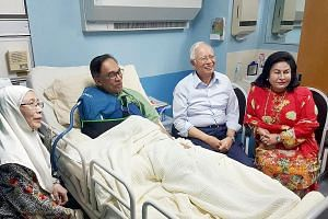 Prime Minister Najib Razak visiting Anwar Ibrahim in Hospital Kuala Lumpur yesterday, after the latter underwent surgery. With them are their wives, Datuk Seri Wan Azizah Wan Ismail and Ms Rosmah Mansor.