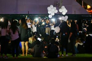 Thousands of fans turned up at Hong Lim Park to pay their respects to SHINee lead singer Kim Jong Hyun at a memorial service organised for him on Dec 20.
