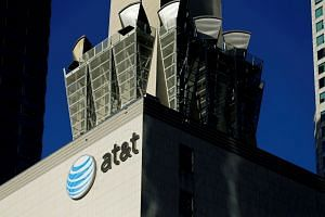 AT&T plans to give US$1,000 (S$1,340) bonuses to more than 200,000 workers and will issue the cheques over the holidays if President Donald Trump signs the Bill before Christmas.