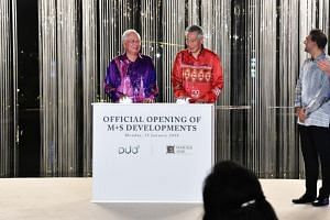Prime Minister Lee Hsien Loong and his counterpart Datuk Seri Najib pressing the launch mechanisms to officially open Marina One and Duo.
