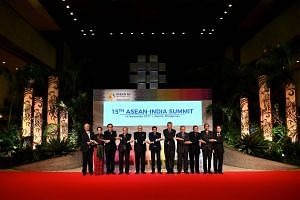 (From left) Malaysia's Prime Minister Najib Razak, Myanmar's State Councellor and Foreign Minister Aung San Suu Kyi, Thailand's Prime Minister Prayut Chan-O-Cha, Vietnam's Prime Minister Nguyen Xuan Phuc, India's Prime Minister Narendra Modi, Philipp