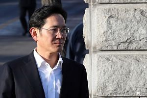 Samsung Electronics' vice-chairman Lee Jae Yong leaving a detention centre in Uiwang, south of Seoul, on Feb 5, 2018, after was handed a suspended sentence.