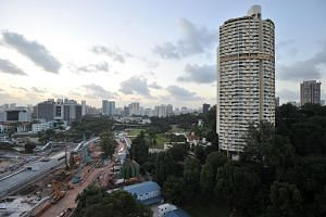 Pearl Bank Apartments is a 99-year leasehold development built on a 82,376 sq ft triangular site atop Pearl's Hill.