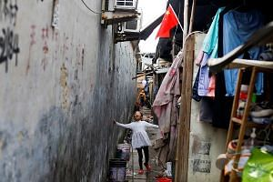 Some 110 counties and 16,000 villages still have at least 20 per cent of their populations in extreme poverty in China .