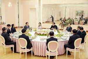 North Korean leader Kim Jong Un talks to the South Korean delegation, who travelled as envoys of the South's President Moon Jae In, during a dinner in Pyongyang on March 5, 2018.
