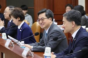 Finance Minister Kim Dong Yeon (second from right) said that South Korea would decide whether to join the revived Pacific trade pact within the first half of 2018.