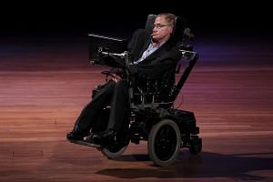 Politicians, academics and celebrities praised Stephen Hawking's universal appeal.