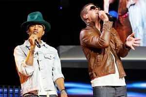 Pharrell Williams and Robin Thicke performing in 2014.