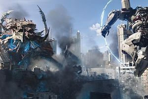 The jaeger-kaiju battle scenes in Pacific Rim: Uprising are shown in broad daylight instead of under the cover of darkness, rain or fog.