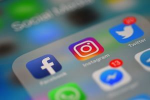 At age 10, girls who interacted on social media for an hour or more on a school day had worse levels of well-being compared to girls who had lower levels of social media interaction.