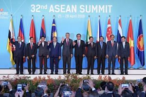 PM Lee Hsien Loong (fifth from left) taking a group photo with leaders of Asean nations, on April 28, 2018.